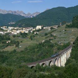 paese di poggio con sfondo alpi apuane archivio unione comuni Garfagnana