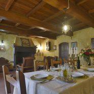 Villa-Raffaelli-tavolo