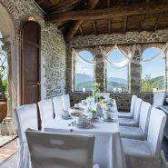 Villa-Raffaelli-tavolo esterno
